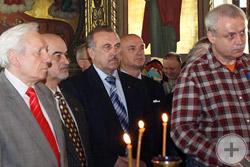 Участники богослужения (4-ый слева – С.А.Филатов)