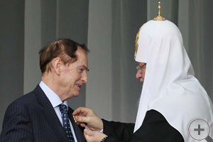 Святейший Патриарх Кирилл вручил орден Н.Д. Никандрову