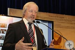 М.Д.Афанасьев выступил с докладом на пленарном заседании