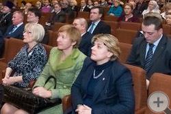 Члены РДС (слева) в зале собрания