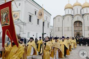 Патриаршее служение в день 400-летия избрания на царство Михаила Фёдоровича Романова.Крестный ход