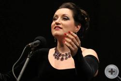 Поёт Ирина Крутова (сопрано)
