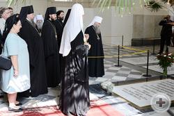 Божественная литургия и поминовение Российских Императоров и Императриц в Петропавловском соборе Петербурга