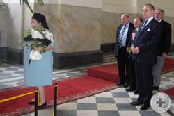 Перед началом богослужения Глава Дома Романовых возложила цветы на могилы своих родителей в Новой усыпальнице
