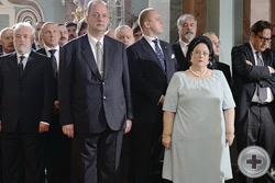 Мария Владимировна с представителями государственной власти во время богослужения