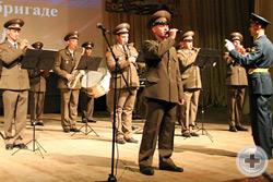 Бригадный оркестр на сцене Дворца культуры Чебаркульского гарнизона