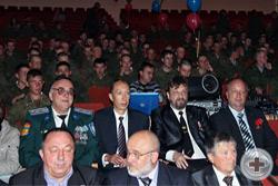 Во время торжественного собрания. В центре рядом с командиром бригады - делегация Челябинского Дворянского Собрания