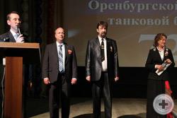 Представители руководства ЧДС на сцене Дворца культуры Чебаркульского гарнизона