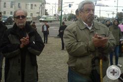 А.И.Абрикосов (слева) и А.В.Десницкий аплодисментами поддерживают выступление своего Вице-Предводителя