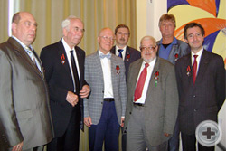 Общее фото награжденных памятными юбилейными медалями