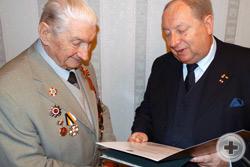 А.Ю.Королев-Перелешин зачитывает Высочайшую грамоту на Императорский орден Святого Станислава