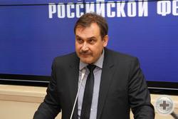 Выступает заместитель председателя Совета Ассоциации Тверских землячеств капитан 1 ранга С.А.Спиридонов