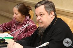 Протоиерей В.Чаплин и координатор МКОС и общественного объединения «Алтарь Отечества» Т.И.Петракова