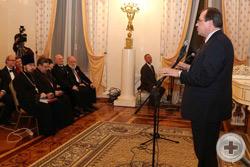 Выступает директор Департамента по гуманитарному сотрудничеству и правам человека МИД России А.Д.Викторов