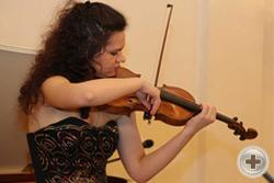 Звучит скрипка лауреата международных конкурсов Анастасии Ведяковой