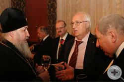 Д.Г.Мепуришвили и А.Ю.Королев-Перелешин беседуют с Высокопреосвященным митрополитом Ставропольским и Невинномысским Кириллом