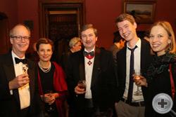 В.И.Алявдин с сыном Арсением и дочерью Лизой и Советник по культуре Посольства Королевства Нидерланды в России Тимен Коувенар с супругой