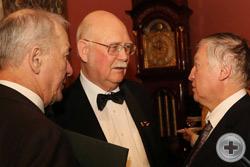 Директор Департамента культуры РДС А.Н.Шеффер и князь Г.Г.Гагарин беседуют с А.Е.Карповым