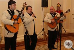 Вечер открывается музыкальным выступлением Трио «Реликт»