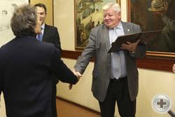 Вручение Почётной грамоты художнику А.С.Чагадаеву