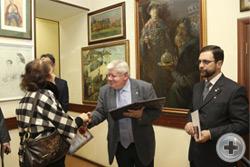 Вручение Почётной грамоты художнице Н.А.Генкиной