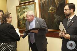 Вручение Почётной грамоты художнице Л.В.Голенищевой-Кутузовой