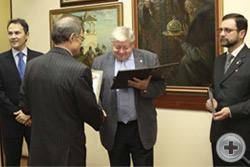 Вручение Почётной грамоты художнику В.И.Лозицкому