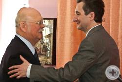 Предводитель РДС в 2008-2014 гг. князь Г.Г.Гагарин поздравляет новоизбранного Предводителя РДС О.В.Щербачева