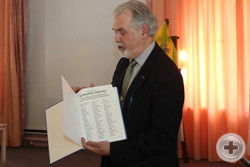 Вице-Предводитель Новосибирского Дворянского Собрания А.Ю.Журавков представляет выпущенную им книгу «Монархи Европы»