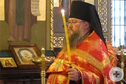 Иеромонах Никон совершает Божественную литургию и праздничный молебен