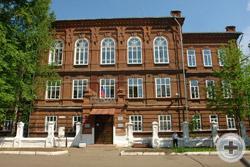 Сиреневый бал в бывшей женской гимназии города Сарапула