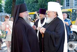Митрополит Воронежский и Лискинский Сергий беседует с иеромонахом Никоном