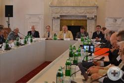 Начало заседания Международной Ассамблеи в Белом зале Ливадийского дворца
