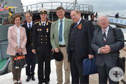 Группа участников Ассамблеи у гвардейского ракетного крейсера «Москва»