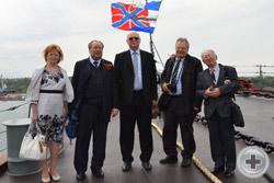 Члены делегации РДС на палубе крейсера