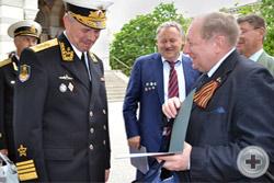 Встреча с Командующим Черноморским флотом России адмиралом А.В.Витко ́и вручение ему приветственного адреса от РДС