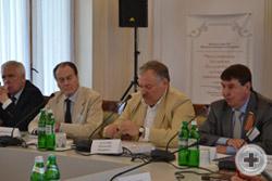 С приветствием выступает член Совета Федерации Федерального Собрания РФ от Республики Крым Сергей Цеков