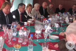 Встреча участников Ассамблеи в аэропорту Симферополя с В.А.Константиновым, С.Савченко и А.Черняком
