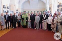 Группа членов Санкт-Петербургского ДС во главе с Предводителем А.П.Григоровым-Рудыковским на открытии фотовыставки в выставочном зале «Смольный»