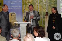 В.Н.Каминский выступает перед участниками Чтений с рассказом о трудах и заслугах священника Романа Манилова