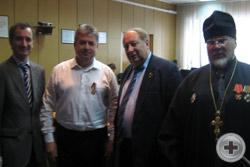 Протокольный снимок с мэром Елабуги и протоиереем Сергием Лепихиным