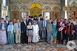Члены делегации РДС со священнослужителями и членами Елабужского Дворянского Собрания, молившихся за молебном