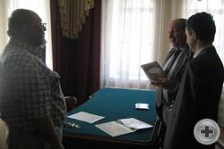 Вручение протоиерею Сергию Лепихину книги «Да, были люди в наше время…», выпущенной Обществом потомков участников Отечественной войне 1812 года и РДС