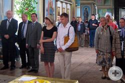 Члены делегации руководства РДС (слева) за Божественной литургией
