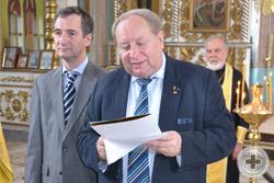 А.Ю.Королев-Перелешин зачитывает Высочайшие Указы о наградах