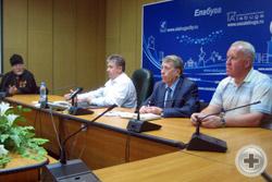Представители Администрации Елабуги беседуют с гостями из РДС