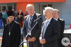 Приветственная речь депутата Гос.Думы Федерального Собрания  Ю.А.Селиванов, справа - Глава Администрации р-на Ю.И.Матузов