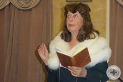 Ведущая вечера Нонна Кристи читает свои новые стихи, посвященные Ф.Шопену