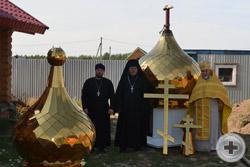 Перед освящением куполов и крестов