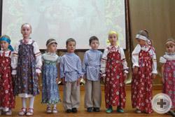 Выступают самые маленькие участники фестиваля
